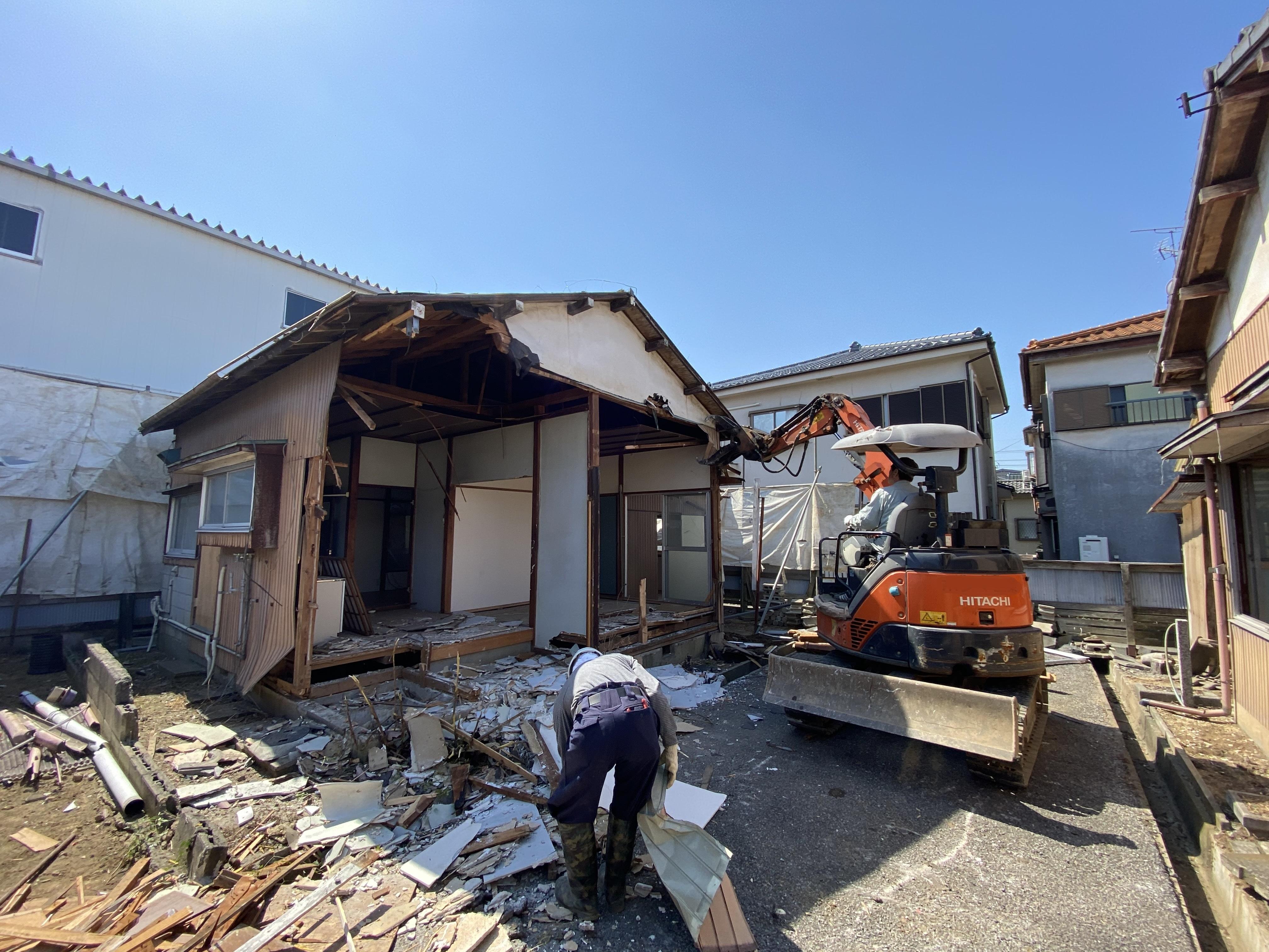 戸ヶ崎一丁目解体工事及び駐車場造成工事