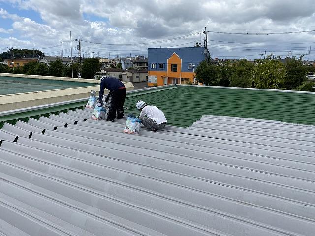越谷特別支援学校バスプラットホーム屋根塗装改修