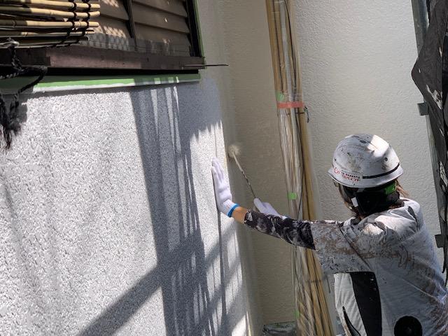 住宅外壁塗装工事 中塗り